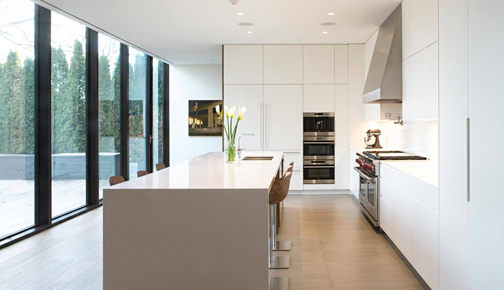 severnwoods-modern-rosedale-house-kitchen-with-white-aesthetic