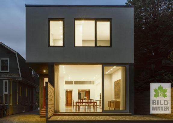 outdoor-night-modern-gracefully-designed-home-toronto
